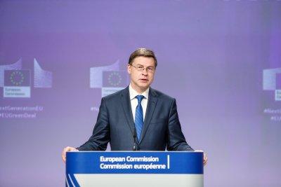 Рокади в ЕК: Валдис Домбровскис поема ресор търговия