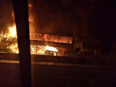 "Автобус с туристи се запали на автомагистрала ""Тракия"""