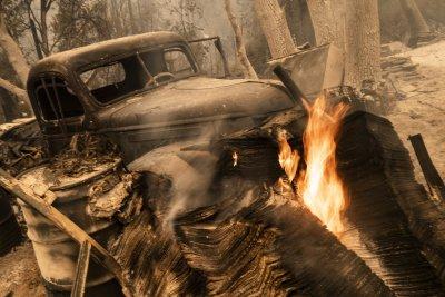 Пожари в Калифорния: Ранени са десетки цивилни и огнеборци