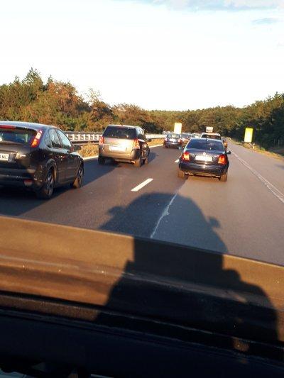 """Тежък трафик и задръстване на АМ """"Тракия"""" преди Вакарел"""