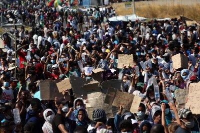 10 европейски страни ще приемат бежанци от изгорелия лагер Мориа