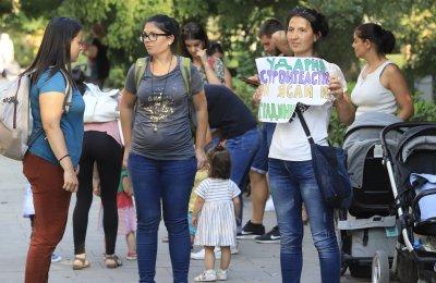 Местата в детските градини: Родители на протест, обещават им компенсации от догодина