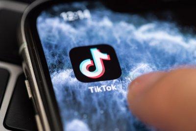 Оракъл купува китайското приложение Тикток
