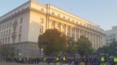 Засилени мерки за сигурност: Полицията ще проверява съмнителни лица и багаж