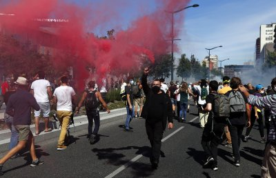 """Сблъсъци в Париж при протестите на """"жълтите жилетки"""""""