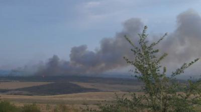 Пожарът между Стара Загора и Хасково гори на фронт от 10 км