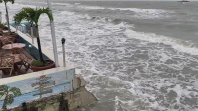 Тропическата буря Сали се отдалечава от Флорида