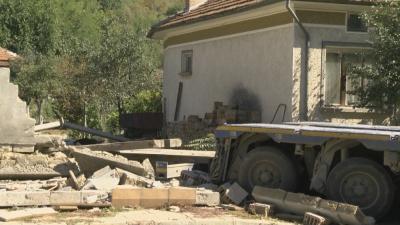 ТИР се вряза в къща в горнооряховското село Драганово