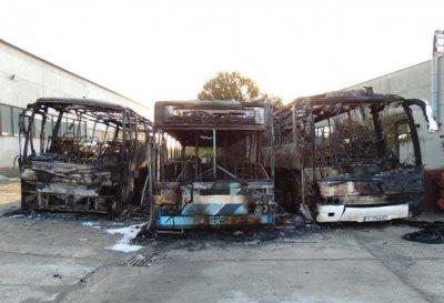 Искат задържане под стража на обвиняем за палеж на автобуси в Ямбол