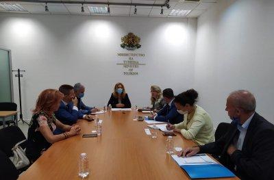 Вицепремиерът Николова се срещна с Асоциацията на банките в България и ББР