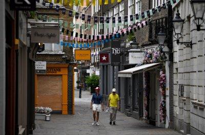 Забраняват събирания на повече от шестима души в Англия