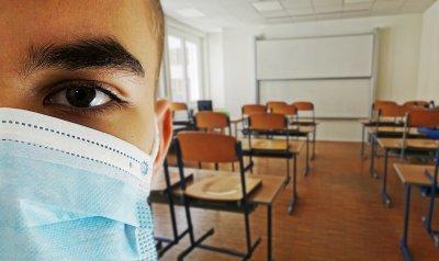 И учители се включиха в протеста срещу носенето на маски в училищата