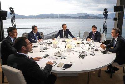 Напрежението в Средиземно море: ЕС не изключва нови санкции за Турция