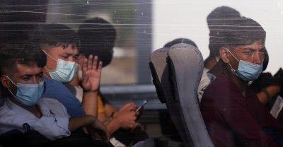 """България предложи на Гърция да приеме 20 деца без родители от лагера """"Мориа"""""""
