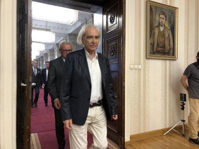 Антон Дончев получи плакета на вицепрезидента навръх 90-я си рожден ден