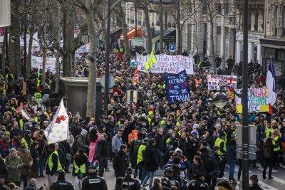 """""""Жълтите жилетки"""" във Франция се завръщат"""