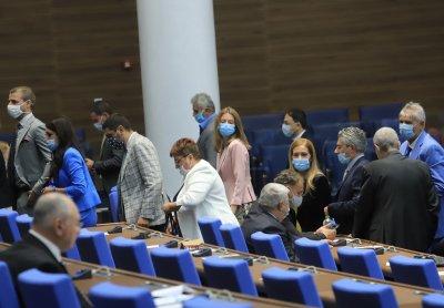 НС събра кворум, управляващите и ДПС напуснаха залата след декларация за 9 септември