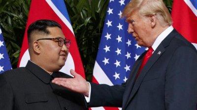 Нова книга разкрива как Ким Чен Ун ласкае Тръмп