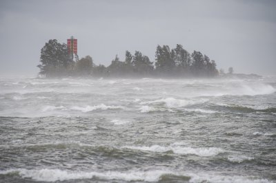 Силна буря във Финландия, ураган връхлита Гърция до часове