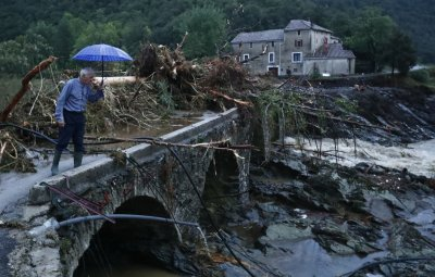 Река преля след порой във Франция, стотици хора са евакуирани