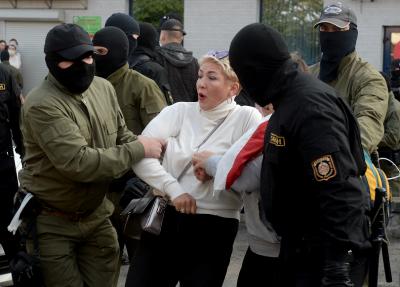 """Над 300 жени бяха задържани по време на """"Женски марш"""" в Минск"""