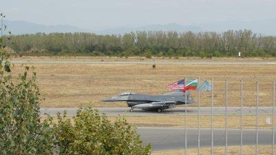 """Американските екипажи на F-16 кацнаха на летище Граф Игнатиево за участие в """"Тракийска пепелянка - 2020"""""""