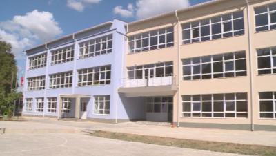 Затвориха училище във Варна за дезинфекция заради учителка с COVID-19