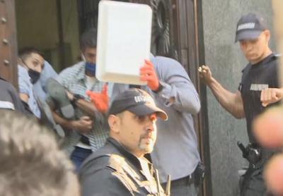 Напрежение пред НС - НСО изведе майки и протестиращи, които се барикадираха в сградата