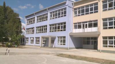 Два класа под карантина във Варна заради заразена учителка