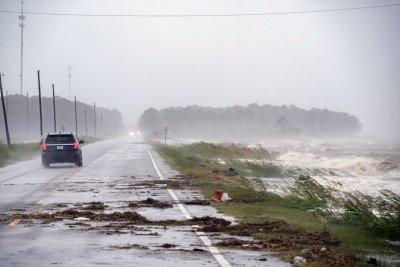 Ураганът Сали приближава Алабама и Флорида