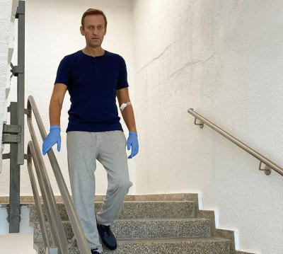 Навални публикува нова снимка от болницата и разказа как се възстановява