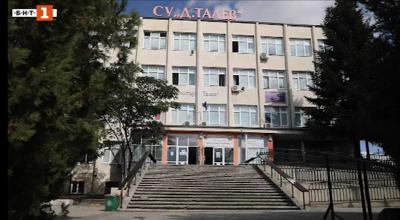 Учител, охранител и двама ученици са под карантина в Добричко