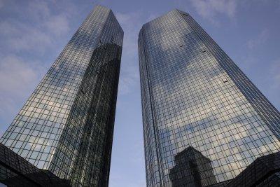 Световни банки в съмнителни схеми за 2 трилиона долара