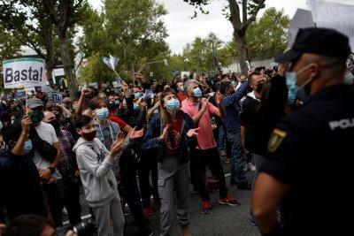 Протест в Мадрид срещу въвеждането на нови рестрикции заради COVID-19