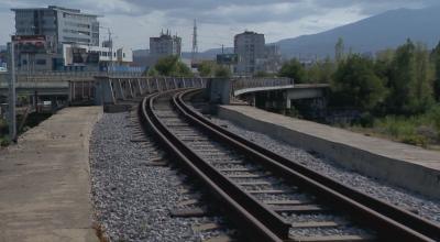 Момче загина при опит за екстремно селфи на жп мост в София (ОБЗОР)