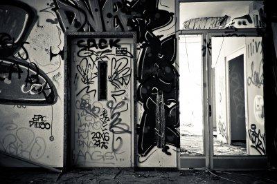 Инцидентите с асансьори: Истории за неизправности, технически проверки и претоварване