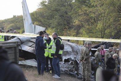 Украйна е в траур след самолетната катастрофа в Харков. Какви са версиите за инцидента?