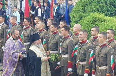 НА ЖИВО: Церемония по издигане на националния трибагреник за Деня на Независимостта