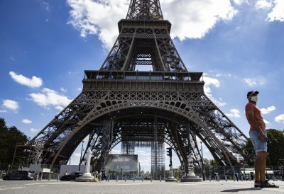 Евакуираха Айфеловата кула след заплаха за бомба