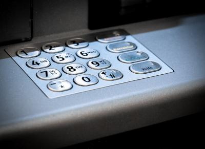 Задържаха трима българи за източване на банкови карти в Индия