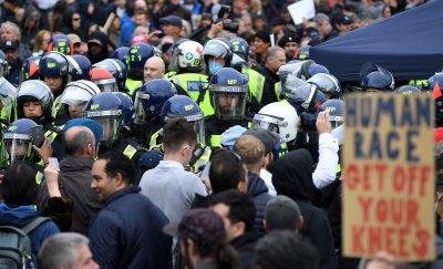 Сблъсъци по време на протести срещу карантината в Лондон