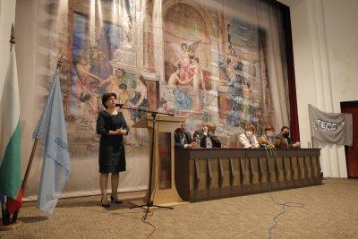 Караянчева: Цветанов рязко смени отношението си както към президента, така и към служебния кабинет