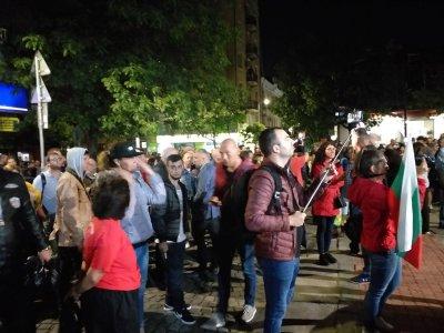 78-ма вечер на протест в София: Шествие до централата на ДПС