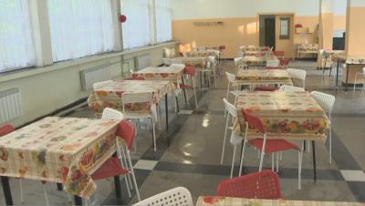 В училищния стол: Как ще се хранят учениците в условия на COVID-19