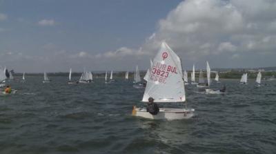 """106 лодки участваха в регата """"Бриз"""" във водите на Варненското езеро"""