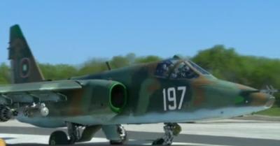 Първите два ремонтирани самолета Су-25 пристигнаха в България