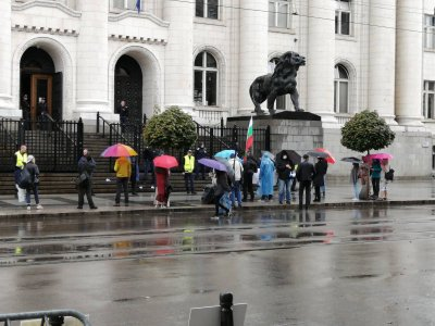 Протест пред Съдебната палата заради единствения кандидат за член на ВСС