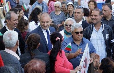 Радев коментира призива на Каракачанов за помирение между президент и правителство