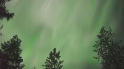 Зелено-пурпурен спектакъл в небето над финландското градче Рованиеми
