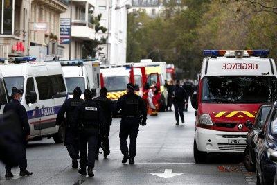 """Двама ранени при нападение с нож до старата редакция на """"Шарли Ебдо"""""""